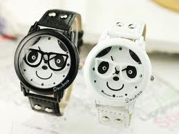 Pengen banget yah kencan terus pake jam tangan seperti ini, apalagi jam tangannya unik bangett #PasanganSehati