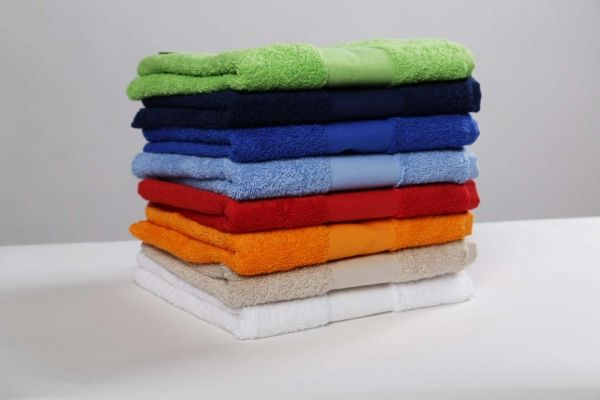 430 gr/m2- White 420g/m2-100% cotton-Emphasized bordure-Border width:(30x50) 6cm (50x100) 7cm (70x140) 8cm (100x150) 9cm  Maxi Bath (100x150) 9cm
