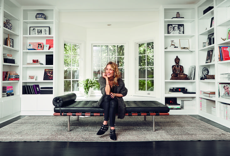 Kom med indenfor i den danske designers hjem i L.A. – indretningen emmer af hippievibes, og samlingen af Chanel-tasker vil blæse de fleste bagover