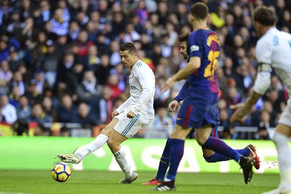 """Real Madrid's Portuguese forward Cristiano Ronaldo controls the ball during the Spanish League """"Clasico"""" football match Real Madrid CF vs FC Barcelona at the Santiago Bernabeu stadium in Madrid on December 23, 2017.  / AFP PHOTO / JAVIER SORIANO"""