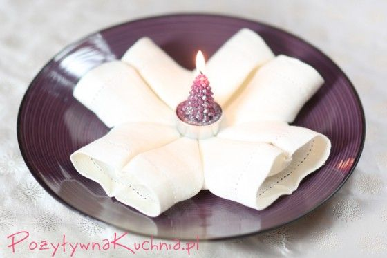 Serwetka złożona w kształt płatku śniegu - #poradnik o tym jak złożyć serwetkę w płatek śniegu  http://pozytywnakuchnia.pl/serwetka-platek-sniegu/  #home #dom #decor