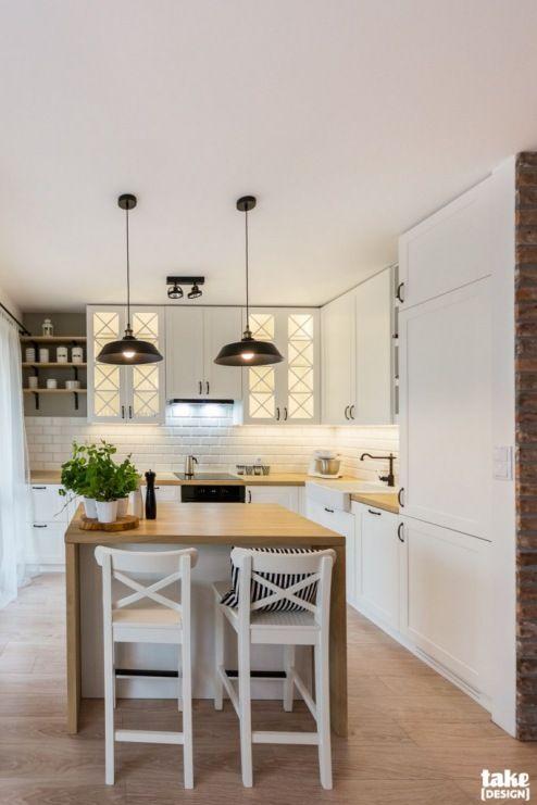Biala Kuchnia Z Wyspa O Drewnianym Blacie Lovingit Pl Interiors