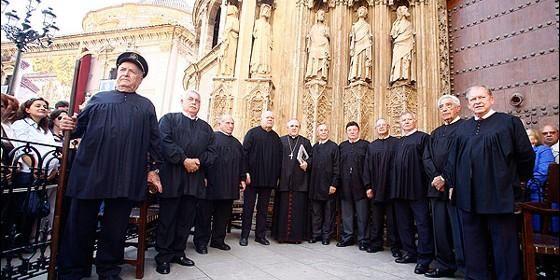 Valencia - Tribunal de las Aguas, es la más antigua institución de justicia existente en Europa.  es una institución de Justicia encargada de dirimir los conflictos derivados del uso y aprovechamiento del agua de riego entre los agricultores de las Comunidades de Regantes.