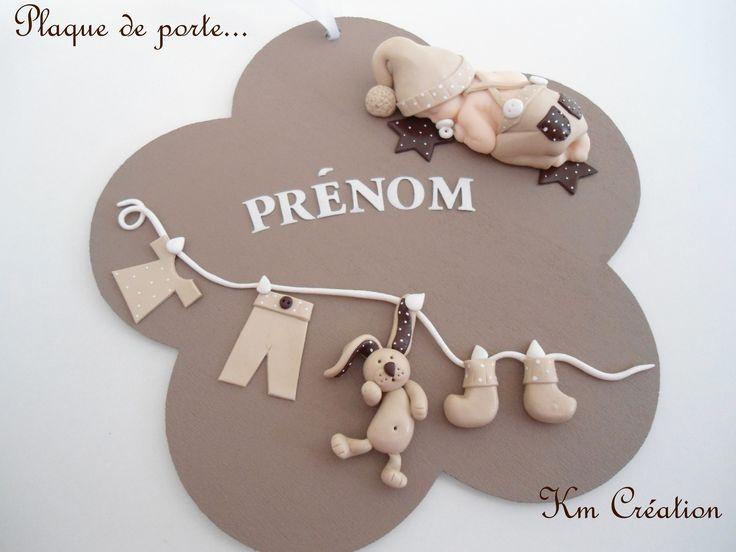 plaque de porte en bois avec bébé et décoration en fimo : Décoration pour enfants par km-creation