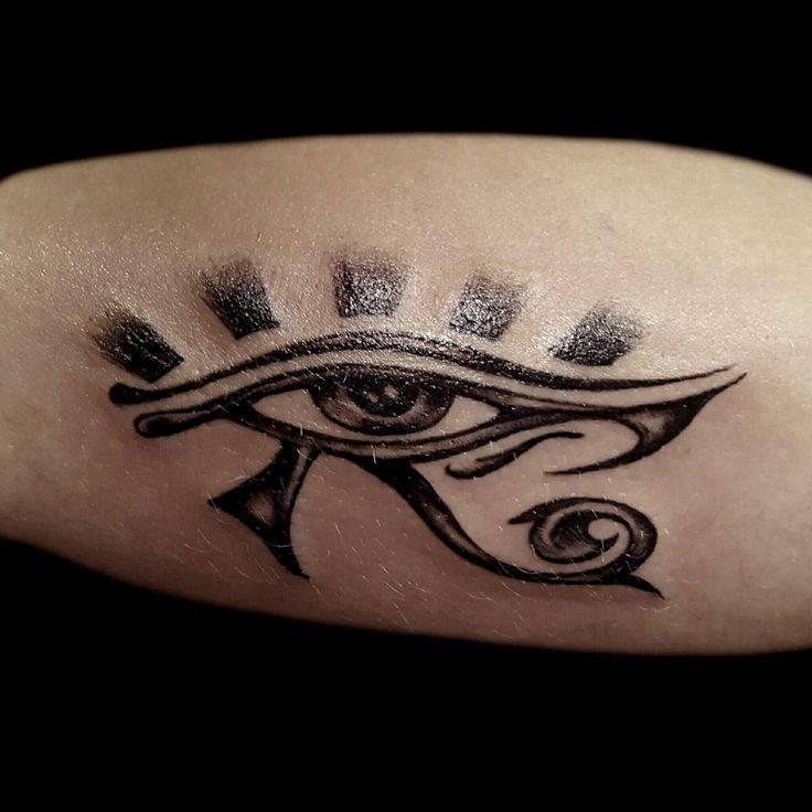 1000 id es sur le th me horus tattoo sur pinterest il oudjat tatouage gyptien et olho de - Tatouage oeil d horus ...