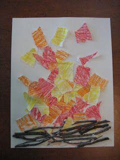 Avec des branches trouvé par terre et des bouts déchirés de papier colorier en rouge, orange et jaune