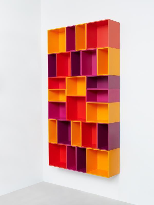 Cubit - modulares Regalsystem. Hier: Wall shelving for books and DVDs / Wandregal für Bücher und DVDs
