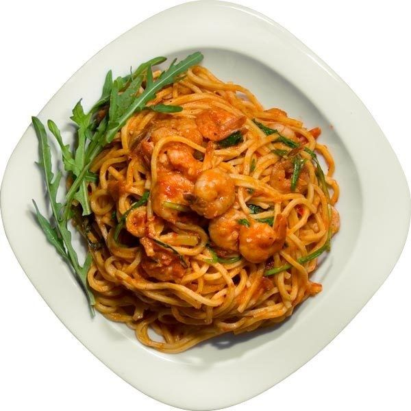 Спагетти с креветками и руколой (Spaghetti con gamberetti e rucola)... ❤ liked on Polyvore featuring food and filler