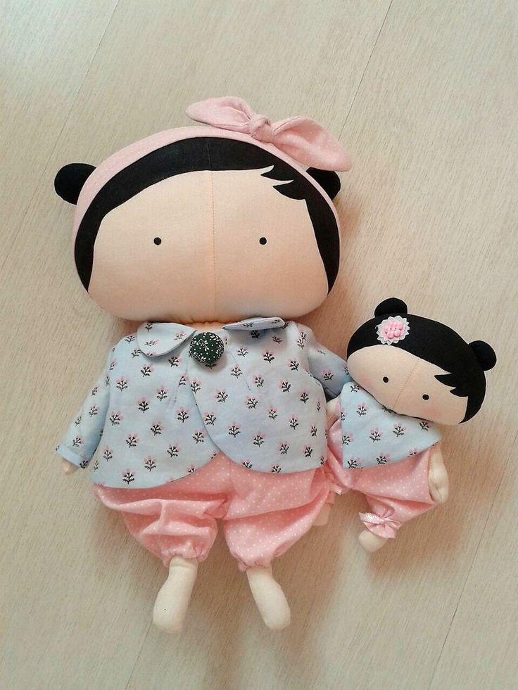 """Tilda Toy """"Mamãe e Filhinha""""  Pode ser vendida separadas Valor da Tilda Toy 110,00 reais  E valor da Tilda Baby 60,00 reais  Medida Tilda Toy 31 cm  Medida Tilda Baby 16 cm  Consultar disponibilidade de tecidos"""