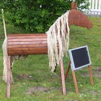 Beschreibung Jedes kleine Kind wünscht sich doch gerne ein Pferd. Dieses Pferd ist günstig in der Anschaffung und im Unterhalt ;) Und relativ leicht zum Nachbauen.