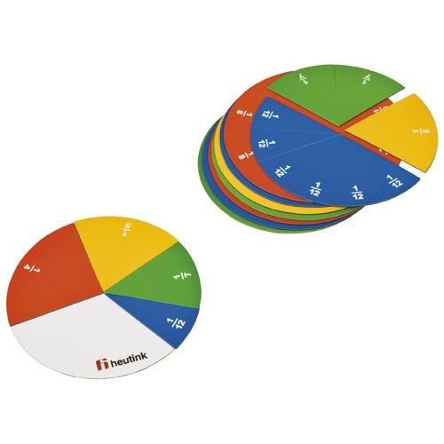 --- rond individueel --- Magnetische breukensets van hoogwaardig materiaal. De kleuren van de breukensets ondersteunen de relaties tussen de verschillende breuken. De individuele breukensets bevatten een individueel magneetbordje om de breuken op te bevestigen. 577 011