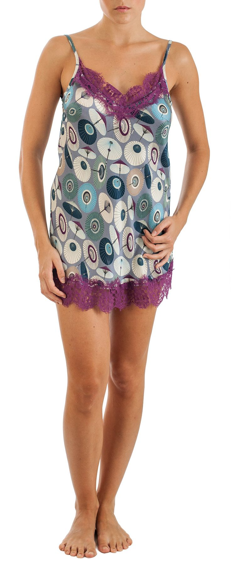 Lace-trimmed printed silk chemise camisole with japanese umbrellas print, adjustable shoulder straps. Composition: 30% silk; 70% viscose http://grazialliani-shop.com/en/sottoveste-parigina-seta-2 #Chemise #BabyDoll #Sleepwear #sottovesti #outwear #miniabiti #Grazialliani #Loungewear