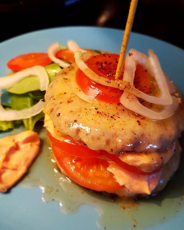 Denna satt som en smäck! 😊🍔 #hamburger #lchf #lowcarb #glutenfree #glutenfritt #keto #healthy #highfat #food #paleo