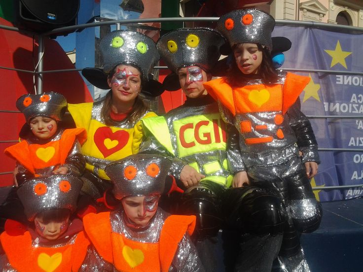 Carnevale di Viareggio - maschere carro Riformers 2015