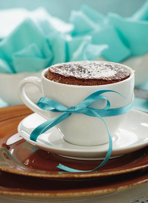Volcán de chocolate: esta preparación fue el resultado de un desastre culinario a finales de los años ochenta. El 'error', que hoy es todo un éxito, fue sacar del horno antes de tiempo las pequeñas tortas de chocolate.
