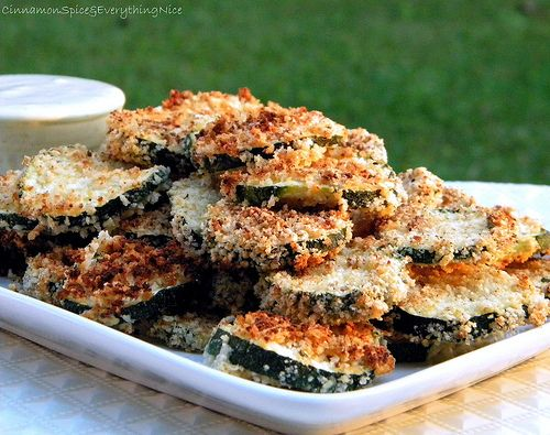 Oven Fried Zucchini Chips with Basil Dipping Sauce by cinnamonspiceandeverythingnice #Zucchini_Chips #cinnamonspiceandeverythingnice
