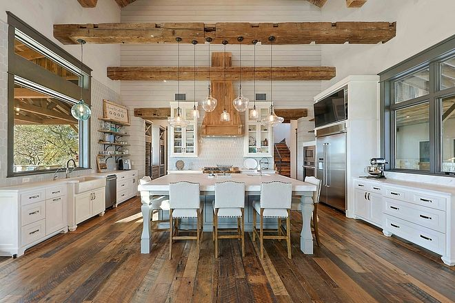 Absolutely Love That Huge Window Large Farmhouse Kitchen With Great Cabinet Layout Interior Design Kitchen Country Kitchen Modern Farmhouse Kitchens