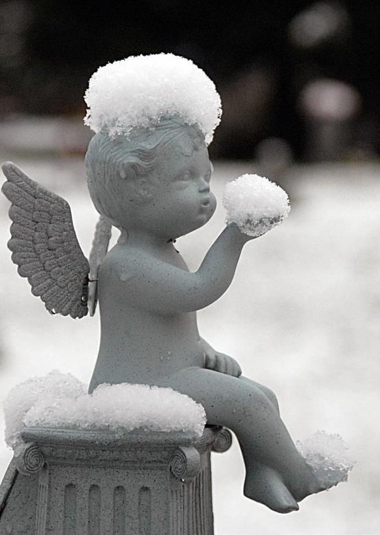 Great pic! Looks like the angel is holding the snowball