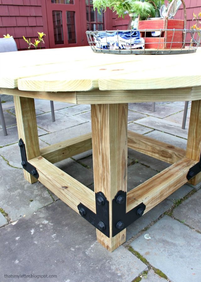 Diy Round Outdoor Dining Table With Accents