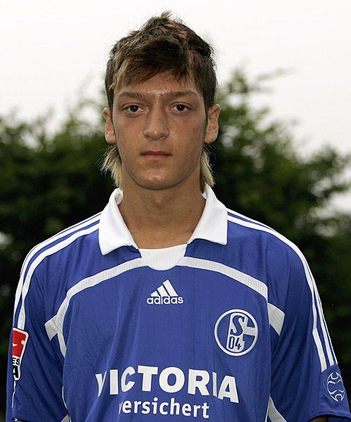 Mesut Özil en el Schalke 04, cómo pasa el tiempo... #futbol