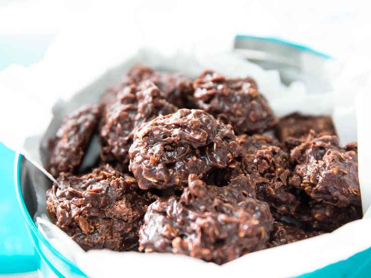 No-Bake Cookies With Chocolate, Peanut Butter, and Chewy Oats