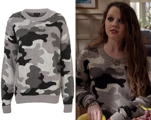 Like her older sister, Dorrit Bradshaw seems to also have a love for Topshop and for sweaters this time wearing a studded camo number.  TopshopKnitted Stud Camouflage Jumper - No longer available