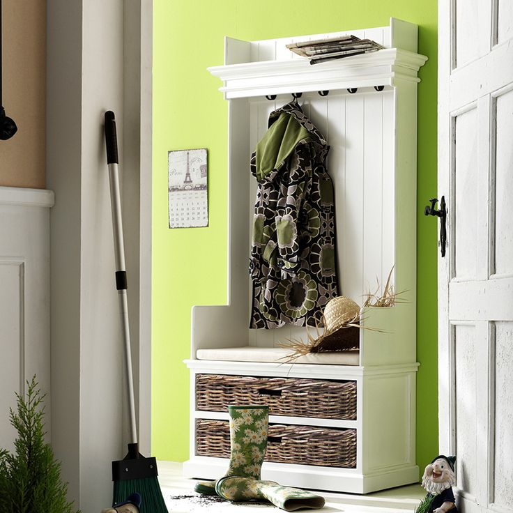 20 Convenient and Practical Traditional Hall Trees for Your Mudroom