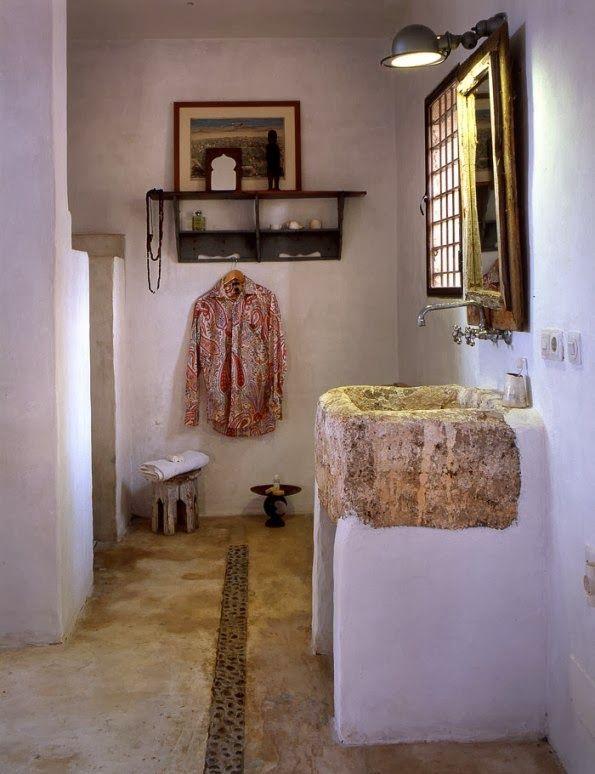 baño con pila de piedra