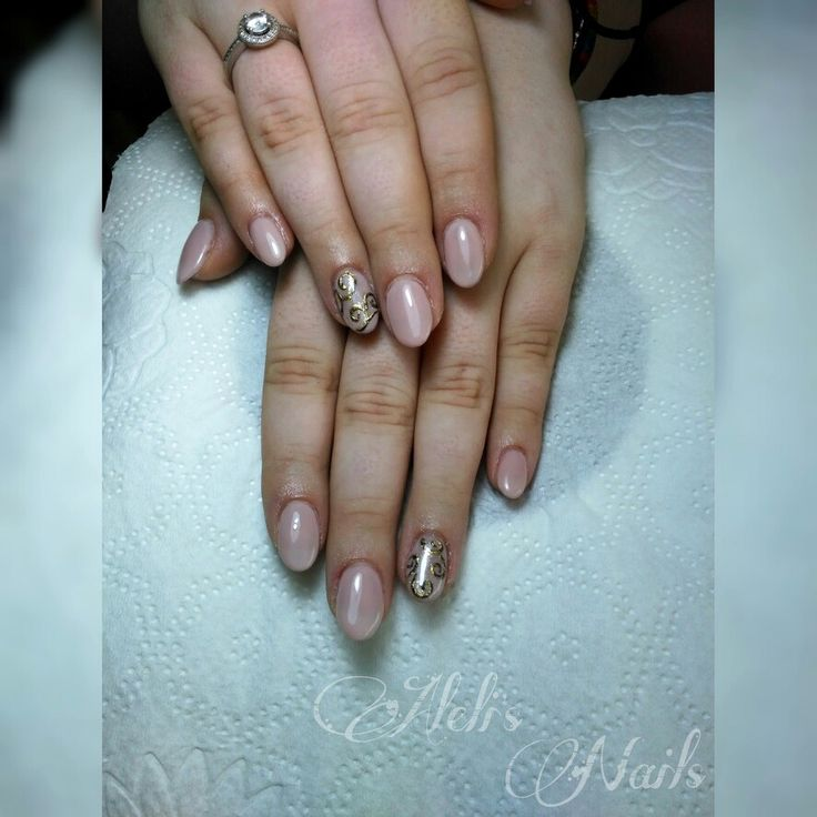 Nude nails. Gold design