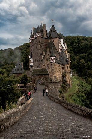 Burg Eltz                                                       …