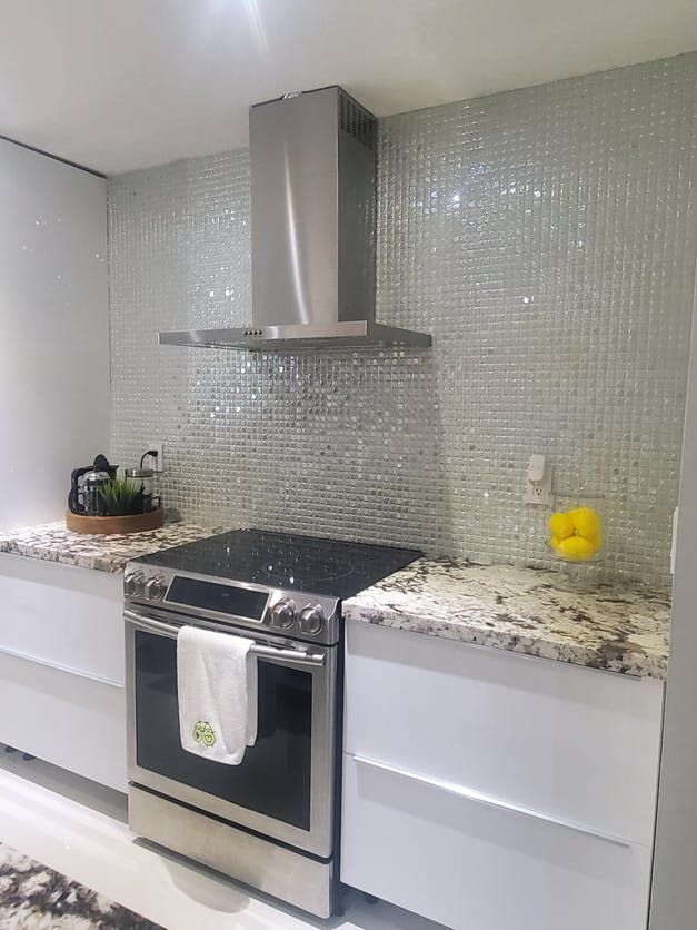 White Iridescent 1 In 2020 Mosaic Tile Kitchen Glass Tile Glass Mosaic Tiles