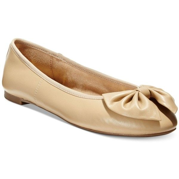 Circus by Sam Edelman Ciera Bow Ballet Flats ($49) ❤ liked on Polyvore featuring shoes, flats, classic nude, skimmer flats, ballet flat shoes, ballet shoes, bow shoes and nude ballet pumps