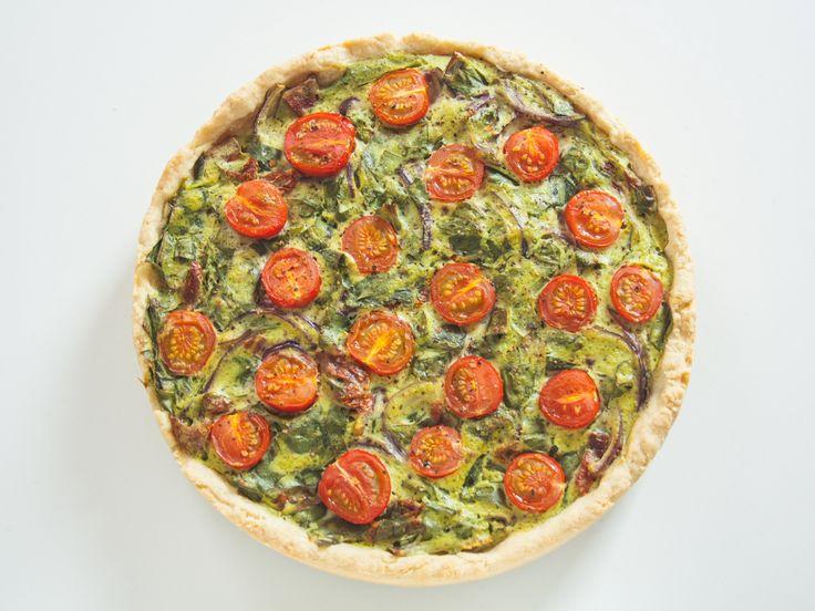 vegane Bärlauch-Quiche mit Cocktailtomaten