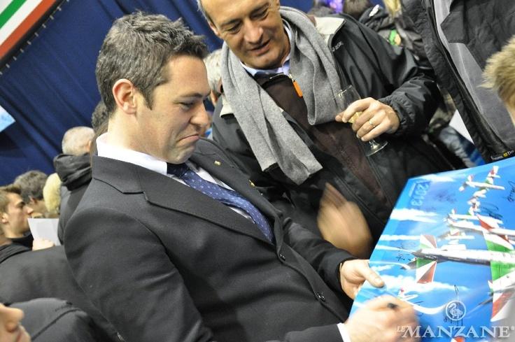 Si firmano autografi
