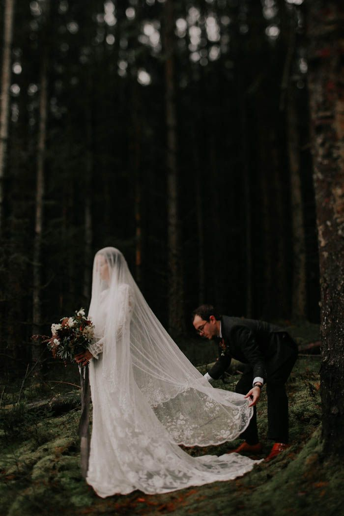 Gorgeous lace veil | Image by Melissa Marshall