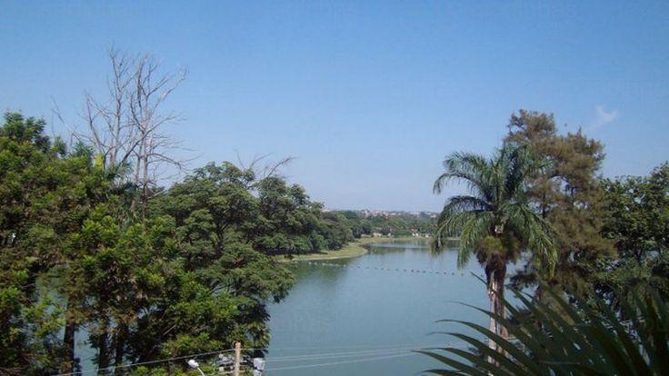 A Pousada Lagoa está situada na Orla da Lagoa da Pampulha em Belo Horizonte - Minas Gerais. A pousada aceita animais de estimação e dispõe de sala de leitura, sala de TV, estacionamento, piscina, churrasqueira, microondas e um delicioso café da manhã. Todas as acomodações contam com WiFi, ar condicionado, frigobar e TV.
