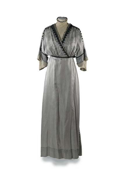 1.1 | Museum of London Janet Arnold dress 35.90