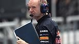 Adrian Newey ist genialer Motorsportingenieur und seit rund 30 Jahren in der Formel 1 tätig. Seit Jahren baut er 'Weltmeisterautos' - nach wie vor am Zeichenbrett.