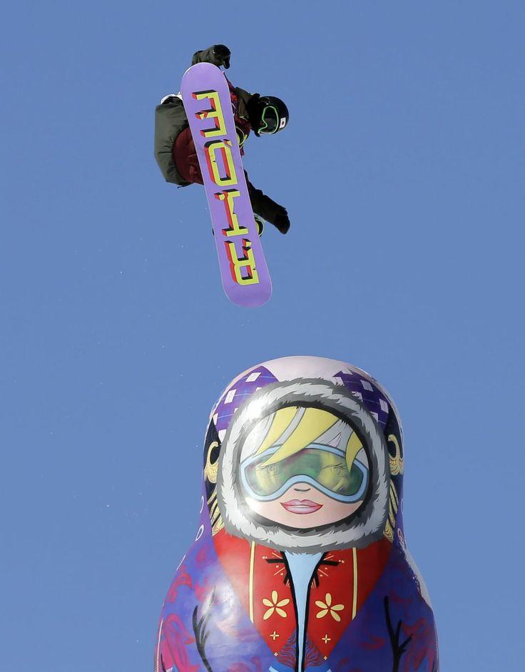 Гигантская матрёшка на соревнованиях по слоупстайлу в Сочи