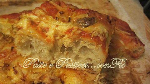 Pizza in teglia, alta e morbida