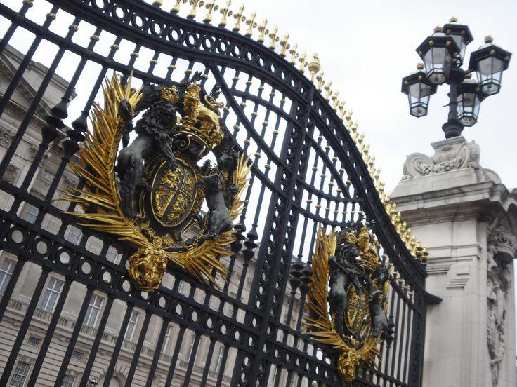 Gate. Buckingham Palace. London/UK