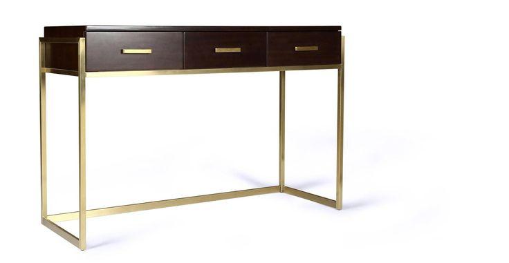 BRUCE - une console sophistiqué et pratique avec 3 tiroirs. Ses lignes rigoureuses s'inscrivent parfaitement dans une décoration chic et moderne.
