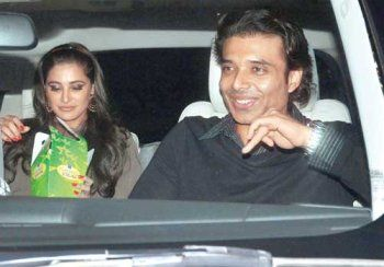 Lovebirds Nargis and Uday holidaying in Maldives: The latest trend that seems to be going around in Bollywood is keeping your love life secret. Gone are the days, when the stars used to flaunt their relationships, appearing in interviews and talking about how madly in love they were. #udaychopra #udaychopraandnargis #udaywithnargis
