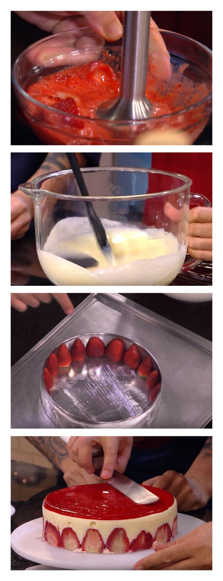 Torta de morangos ao champagne salve esse pin  Cortar alguns morangos ao meio e colocar nas laterais. 3. Despejar o creme de espumante sobre os morangos e cobri-los completamente #bolo#torta#doce#sobremesa#aniversario#pudim#mousse#pave#Cheesecake#chocolate