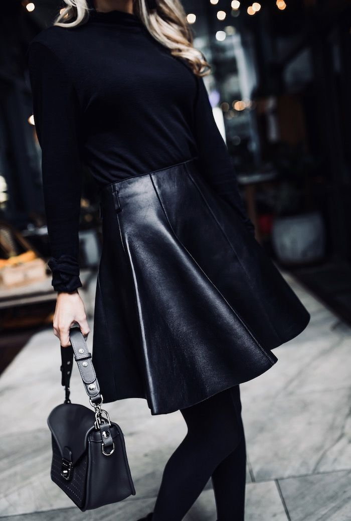 You can never go wrong with a black outfit. Just ask Krystal Schlegel. #MademoiselleLongchamp #LongchampFW17