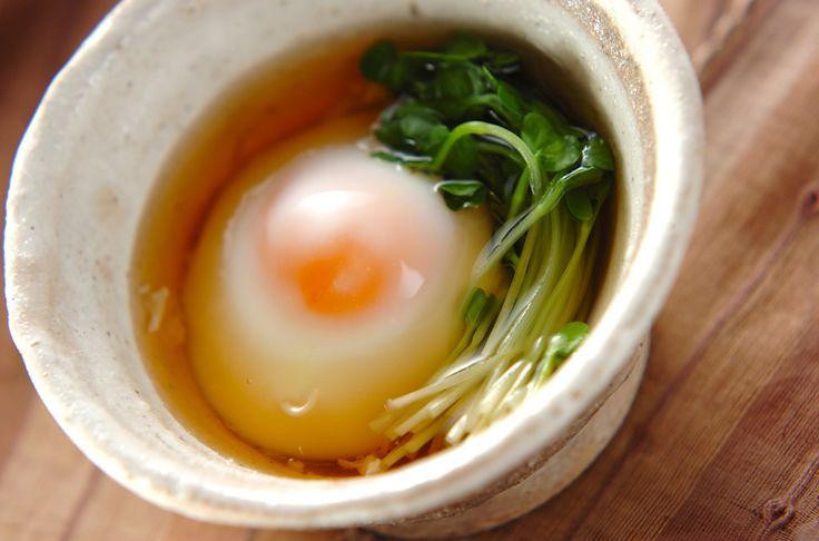 卵の様子をみながら加熱して下さい。少し甘めのタレが合います。レンジで簡単温泉卵[和食/一品料理]2012.06.25公開のレシピです。
