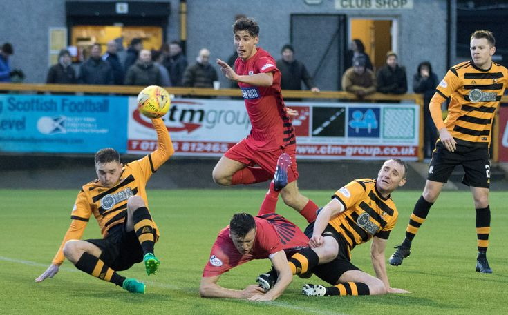 Queen's Park's Adam Cummins in action during the SPFL League One game between Alloa Athletic and Queen's Park.
