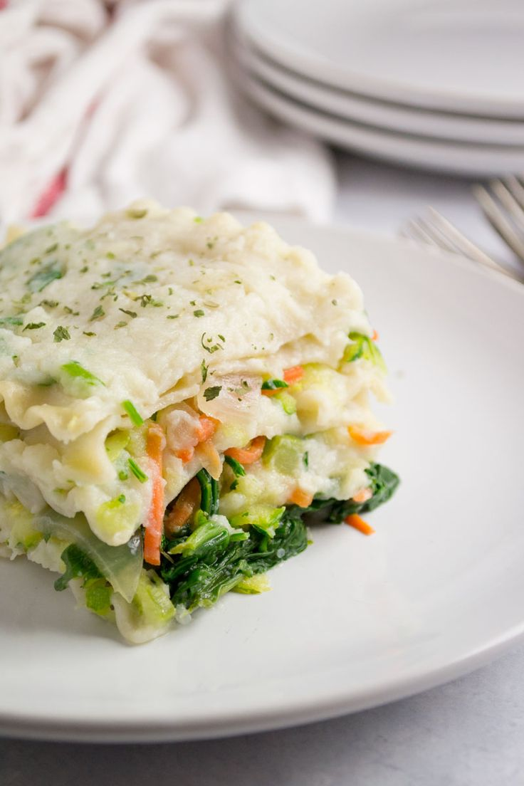 A veggie packed lasagna from top to bottom. By using rice noodles this vegan white lasagna isn't lacking in flavor. Try this one tonight! - OCD Kitchen