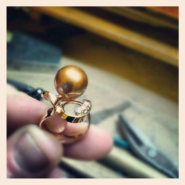 www.gioiellisoprana.com #anello in oro rosa, perla Tahiti chocolate e diamanti. Modello unico fatto a mano a #Verona