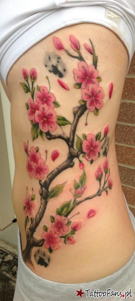 tatuaż na boku kwiaty Tattoo By John Wayne